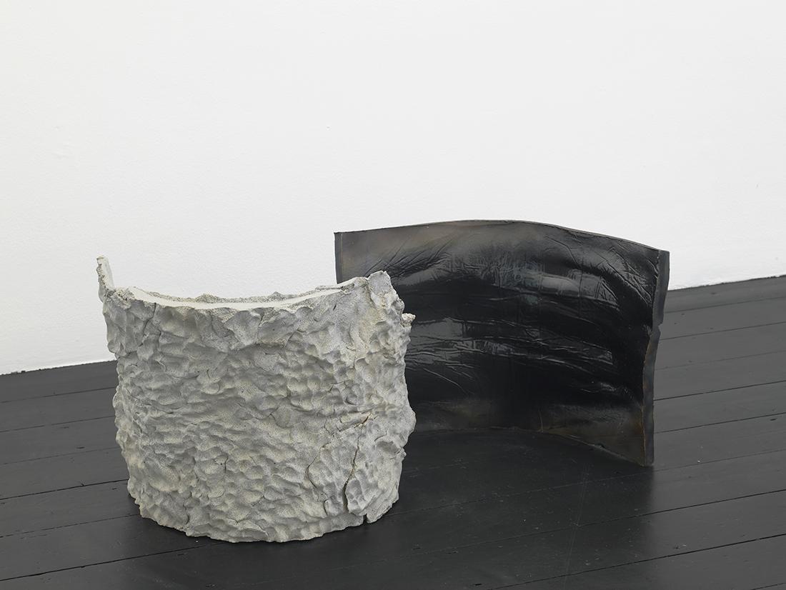 Isván Szabó, Impact, 2017 ceramic, iron oxide 55 x 60 cm