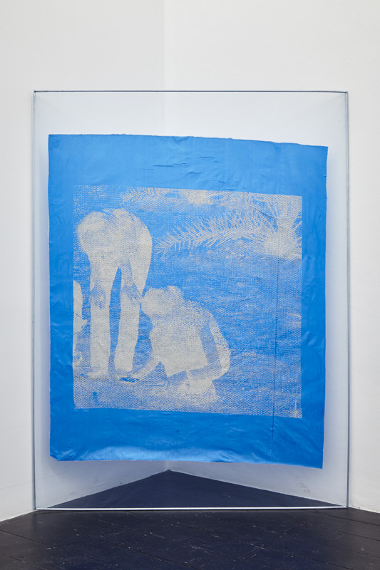 Katharina Marszewski, Screen in Mechanical Bluish, 2015. Screen print on fabric, glue, netting, aluminium, 121 x 160 cm