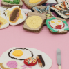 Su Richardson, Burnt Breakfast installation at Home Strike, l'étrangère