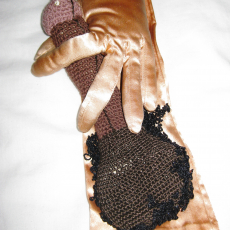 Su Richardson<br />Friends Gloves I, 1979<br />approx. 11 x 30 cm.